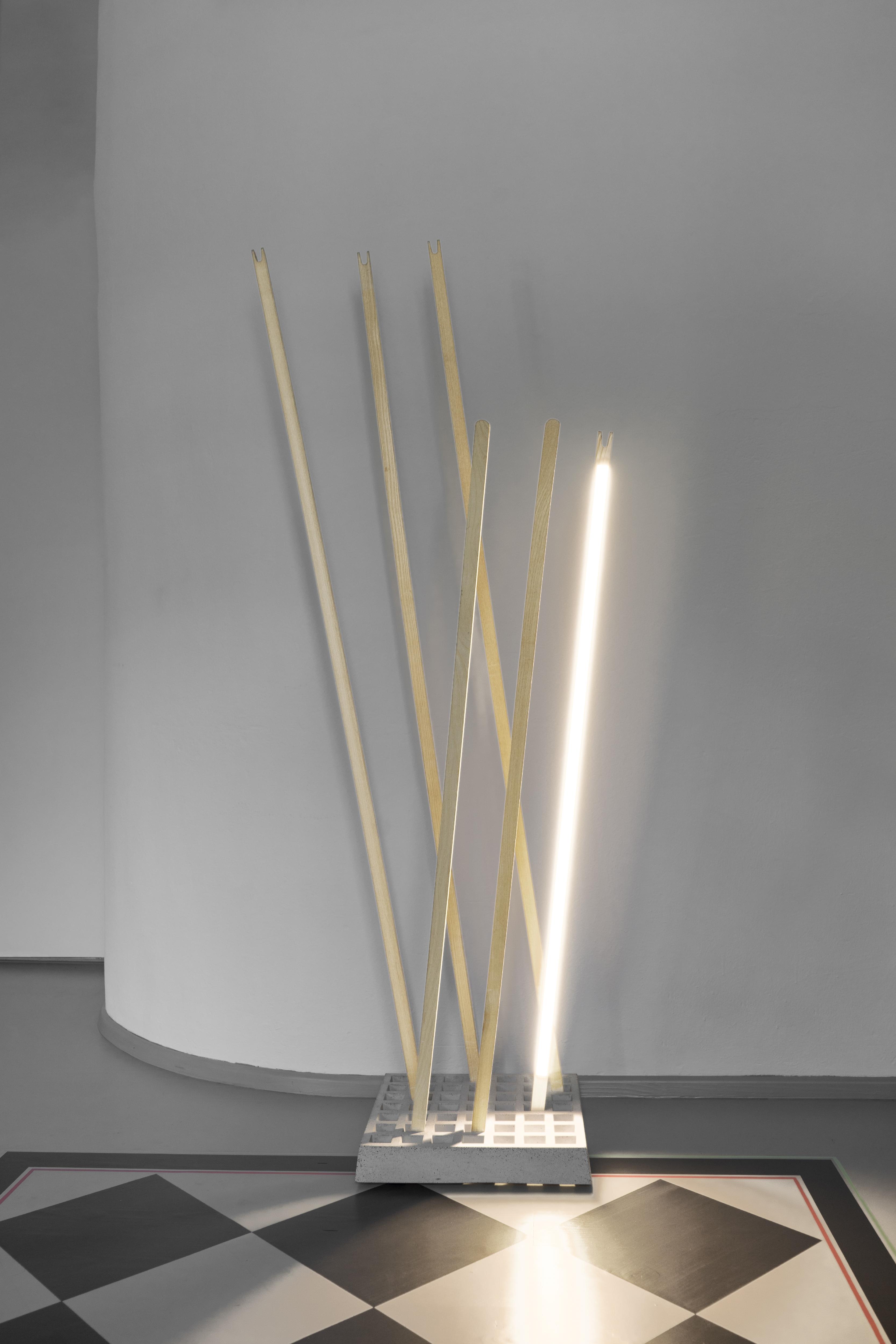 Pin Coat Garderobe / Pin Light Leuchte Moormann