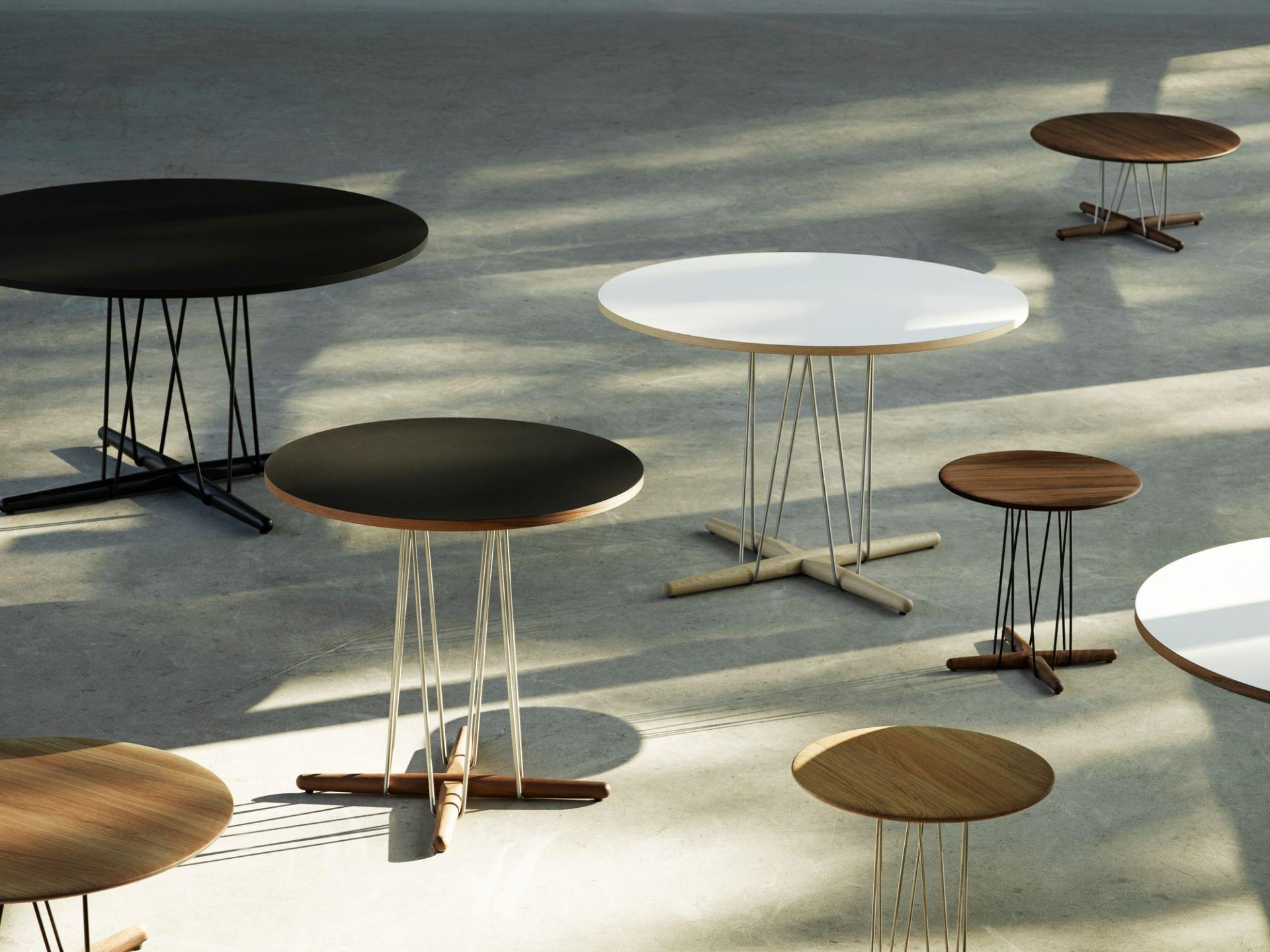 Embrace Lounge Table Tisch Carl Hansen & Søn Stahl schwarz pulverbeschichtet - Eiche weißöl